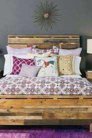 आरामदायक सर्दियों के लिए तैयार कमरे के लिए इन शयनकक्ष वस्तुओं को जोड़ें