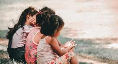 Covid-19 : अनाथ हुए कई बच्चे, पड़ोसियों की मदद से राहत पहुंचाने की सरकारी कोशिश