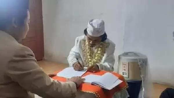 इस युवक ने की चावल बनाने वाले 'कुकर' से शादी, फिर हुआ ऐसा की इस वजह 4 दिन बाद ही ले लिया तलाक, जानें पुरा मामला