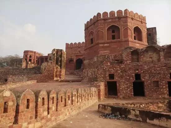 क्या आपने कभी देखा है अकबर के रईस का है ये 'समोसा महल', नहीं तो एक बार जरूर जायें