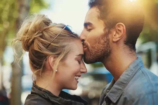 चाहते है कि मजबूत हो आपका रिश्ता, तो करें ये उपाय