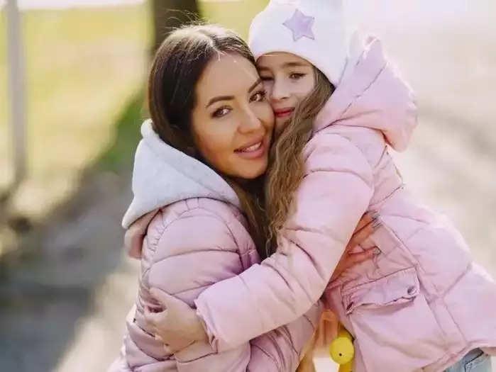बच्चों के साथ अपने रिश्ते को मजबूत करने के लिए आजमाएं ये टिप्स