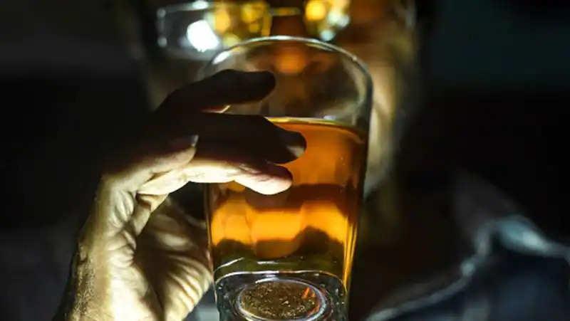 शराब छोडने के ये फायदे जानकर चौंक जायेंगे आप, बढ़ा हुआ वजह कम, स्किन की शाइनिंग और भी कई तरह के बदलाव, जानें यहां