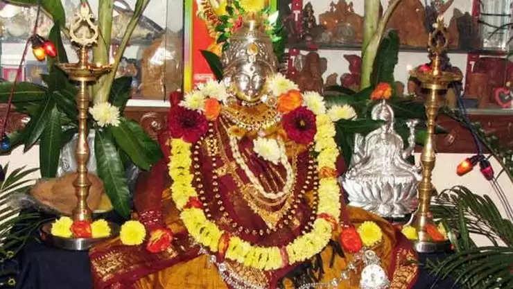अगर आप भी चाहते है नवरात्रि में देवी मां को को प्रसन्न तो, जरूर करें ये 3 काम