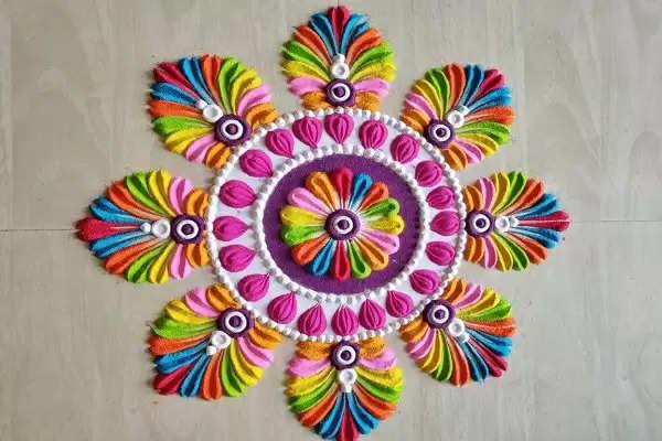 अगर करने वाले है माता रानी का स्वागत, तो घर पर खूबसूरत रंगोली बनाऐं, जानें डिजाइन्स