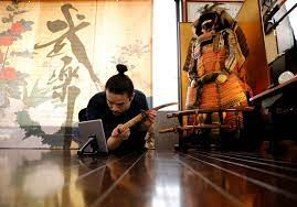 समुराई डांस टीचर ऑनलाइन चलता है जैसे टोक्यो ओलंपिक विदेशी दर्शकों पर प्रतिबंध लगाता है