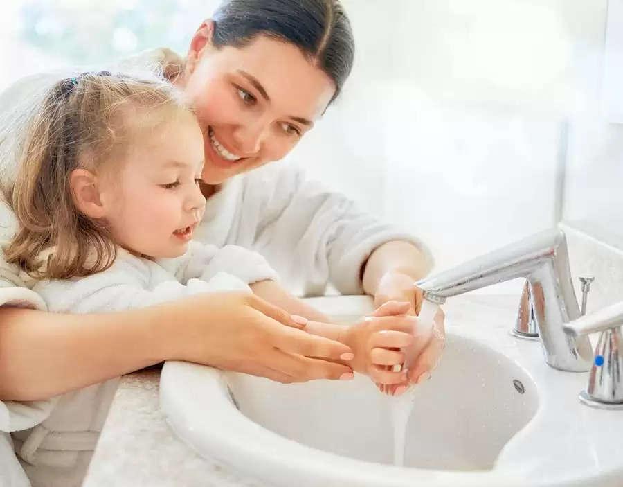 अपने बच्चों को बीमारियों से दूर रखने के लिए हाइजीन से जुड़ी ये अच्छी आदतें जरूर सिखाएं