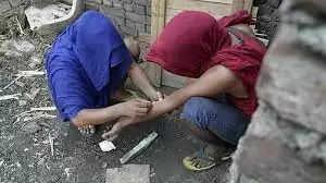 युवाओं में तेजी से बढ़ रही ड्रग्स की आदत, सारी दुनिया है इसकी शिकार, क्या है कारण