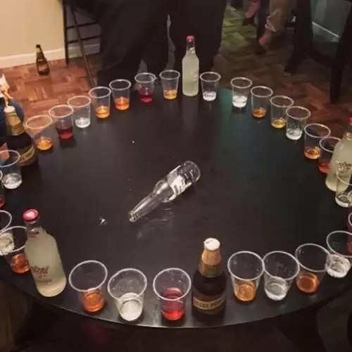 Weekend House Party को और इंटरस्टिंग बनाने के लिए शामिल कीजिये ये Drinking Games