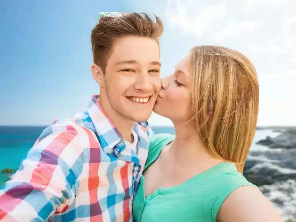 डेटिंग नहीं करने वाले टीनएजर्स रहते हैं खुशहाल, नहीं होते हैं डिप्रेशन के शिकार