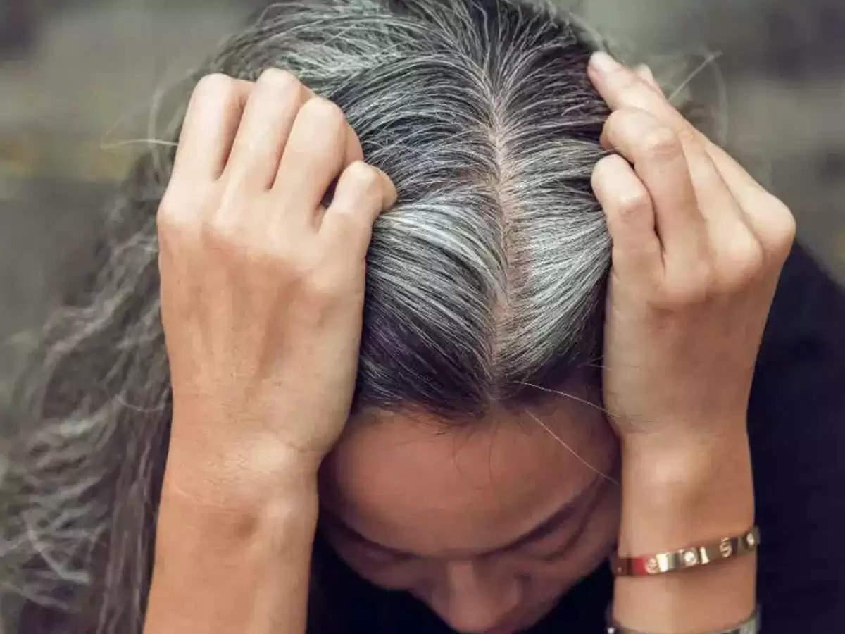 अगर आपके बाल हो रहे है तेजी से सफेद तो, ये घरेलू नुस्खें दे सकते है राहत जानें कैसे