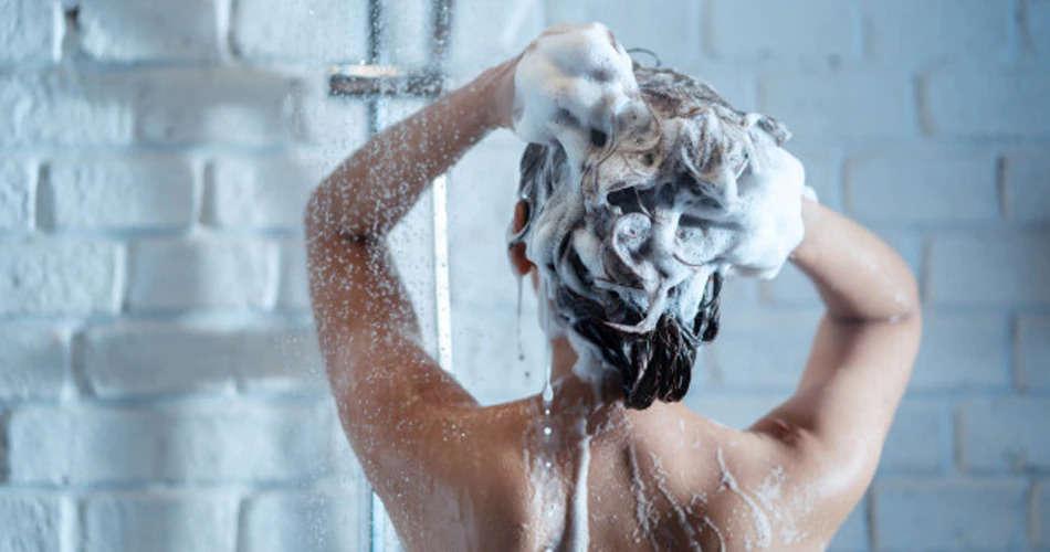 कहीं आप भी तो नहीं कर रहे नहाते समय ये बडी गलतियां, हो सकती है ये समस्याऐं