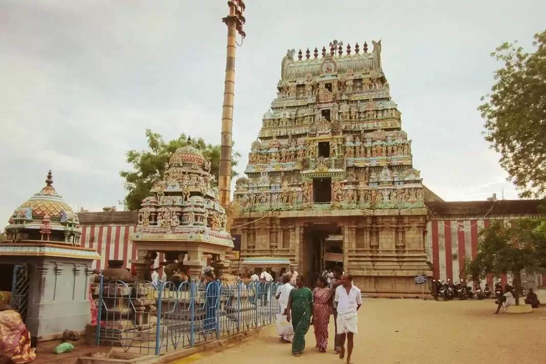 ऐसा मंदिर जहां दूध चढ़ाने के बाद उसका रंग हो जाता है नीला, हैरान करने वाली है वजह