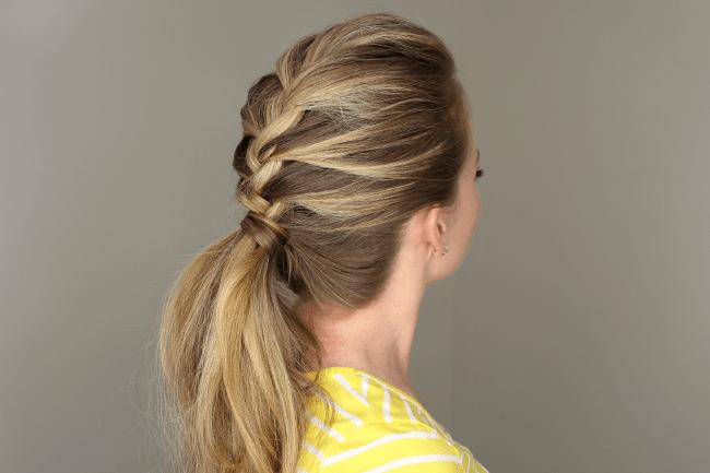 . French braid ponytail से आप भी अपनी हेयरस्टाइल में लगाए चार चांद !